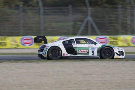 ИЦ автомобилем Гран Туризмо гонки