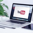 Постер, плакат: YouTube logo on the Apple MacBook Pro display