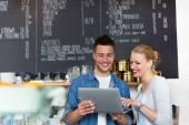 Vlastníků malých podniků v kavárně