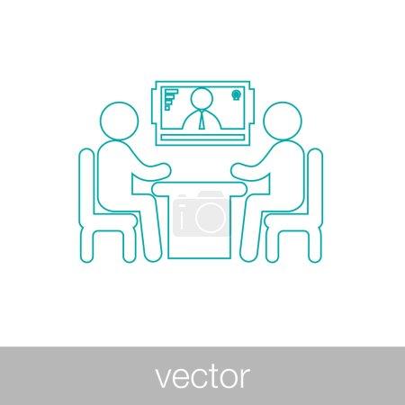Illustration pour Interview en ligne - vidéoconférence - réunion en ligne - deux figures humaines assises autour de la table discutant, avec une figure humaine à l'écran en arrière-plan - concept flat style illustration icône - image libre de droit