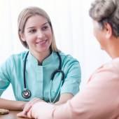 Pacient během domácí lékařské konzultace