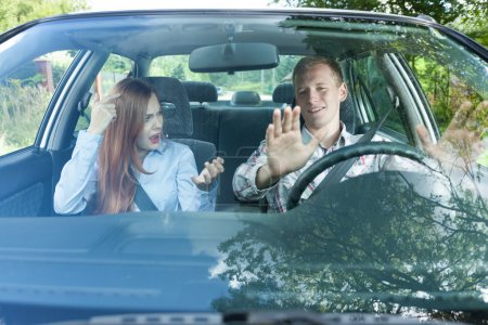 Paar im Auto prügelt sich