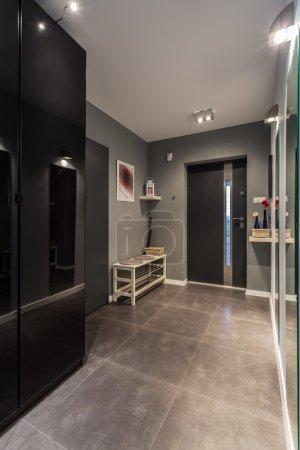 Photo pour Big entrance hall with marble floor and black closet - image libre de droit