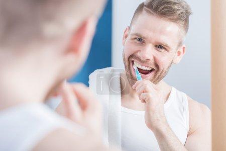 Man and perfect teeth
