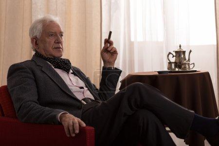 Old man smoking sigar