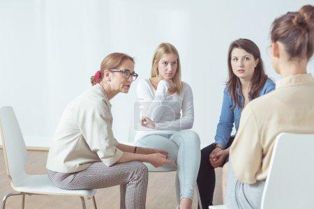 Photo pour Photo présentant la psychothérapie pour les personnes ayant des problèmes - image libre de droit
