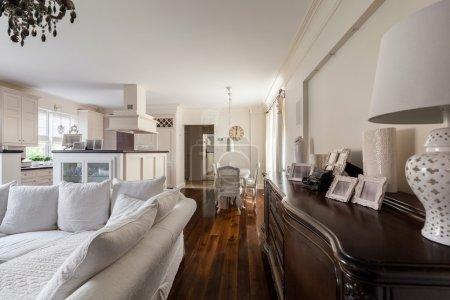 Photo pour Image d'intérieur français-conçu dans une grande villa - image libre de droit