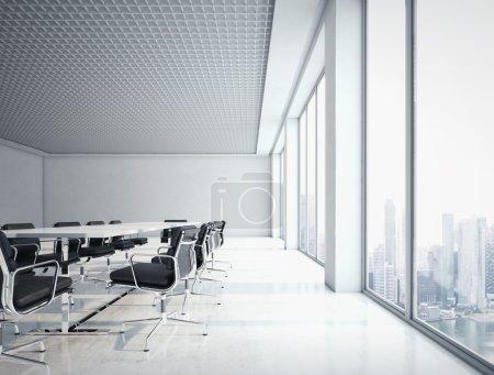 Photo pour Intérieur de bureau avec grandes fenêtres - image libre de droit