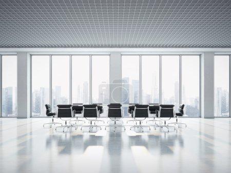 Photo pour Intérieur de bureau avec baie vitrée - image libre de droit