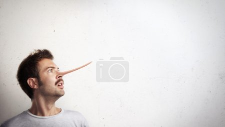 Photo pour Portrait de gars avec le nez long - image libre de droit