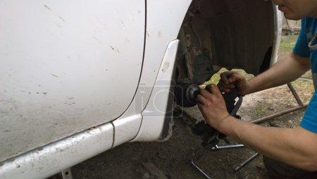 Photo pour Réparation automobile . - image libre de droit