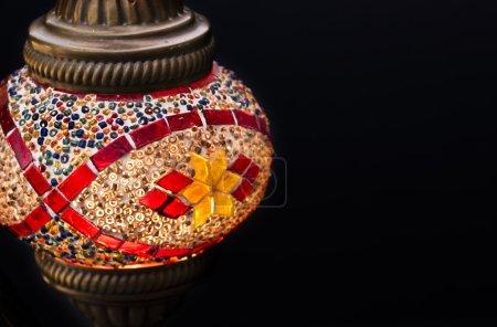 Photo pour Lampe turque sur fond noir avec espace de copie - image libre de droit
