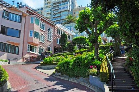 San Francisco: details of Lombard Street sharp turns