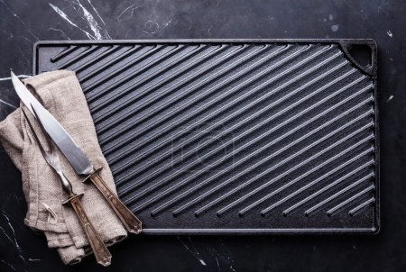 Black cast iron grill surface