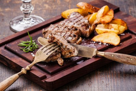 New York steak with roasted potatoes