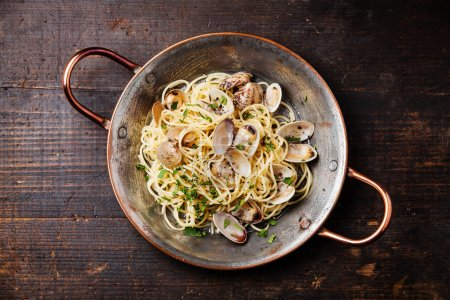 Seafood pasta with clams