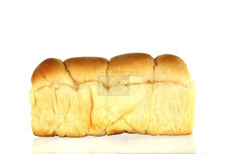 Laib Brot auf weißem Hintergrund