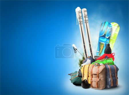 Photo pour Bagage touristique skieur et snowboarder, Voyage hivernal - image libre de droit