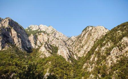 Photo pour Paysage de montagnes des monts passer au Monténégro - image libre de droit