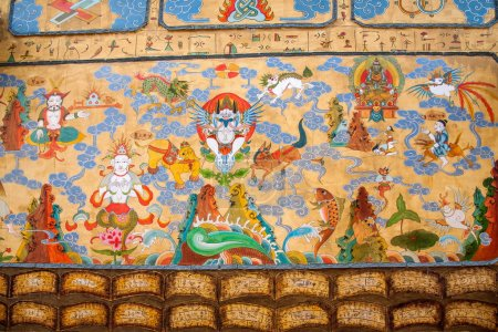 Large city streets of Lijiang Naxi myths and legends mural art