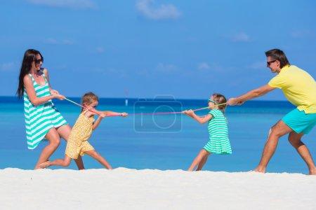Photo pour Héhé belle sur la plage pendant les vacances d'été - image libre de droit