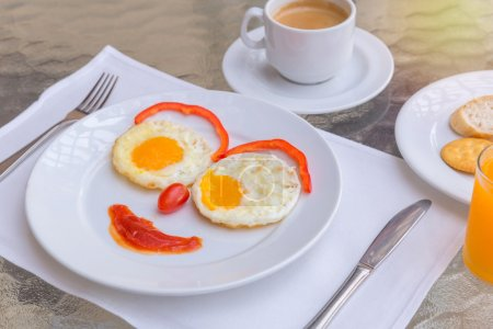 Photo pour Happy Face Friture oeufs petit déjeuner . - image libre de droit
