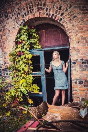 Photo pour Fille en robe collection de vêtements, fasion - image libre de droit