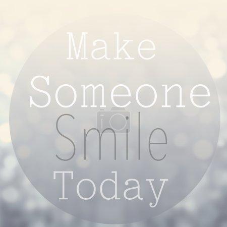 Photo pour Belle citation motivationnelle avec message Faire sourire quelqu'un aujourd'hui sur fond de bokeh abstrait - image libre de droit