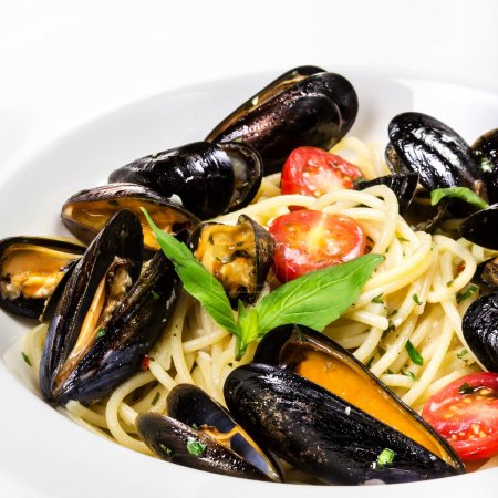 Italian pasta with mussels and tomatoes