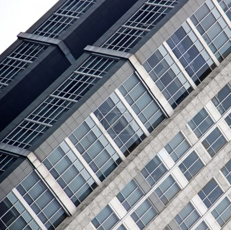Photo pour Fenêtres d'un bâtiment moderne - image libre de droit