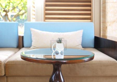 Photo pour Conception moderne salle de séjour avec canapé - image libre de droit