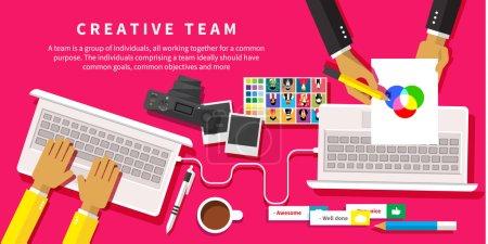Illustration pour Équipe de création. équipe de jeunes designers travaillant au comptoir dans un style design plat Bureau créatif - image libre de droit