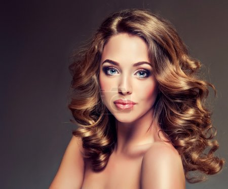 Model with brown curled hair