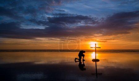 Reflecton Praying Man Cross