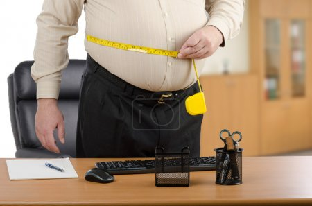 Man calculates body fat circumference in the office