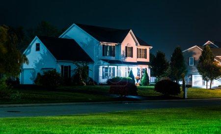Photo pour Maison de nuit, à Shrewsbury, Pennsylvanie . - image libre de droit