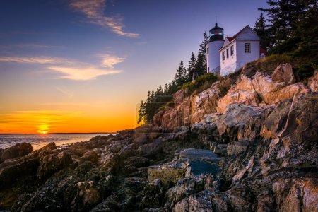 Photo pour Bass Harbor phare au coucher du soleil, dans le Parc National d'Acadia, Maine. - image libre de droit