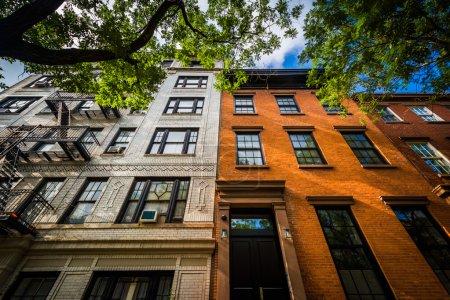 Photo pour Immeubles d'habitation de briques à Chelsea, Manhattan, New York. - image libre de droit