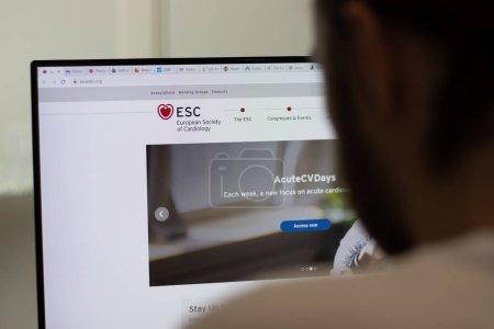 Nueva York, EE.UU. - 1 de mayo de 2021: sitio web de la Sociedad Europea de Cardiología ESC en pantalla, Editorial Ilustrativo