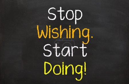 Photo pour Motivationnel dire que vous avez besoin d'obtenir plus et commencer à travailler vers ce que vous voulez - image libre de droit