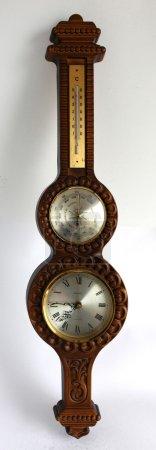 Photo pour Thermomètre, horloge et baromètre vintage fixés au mur - image libre de droit