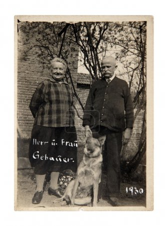 Vintage photo: People posing with dog
