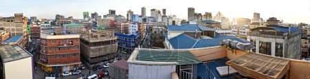 Photo pour 180 degree panorama of Nairobi Kenya taken from rooftop. - image libre de droit