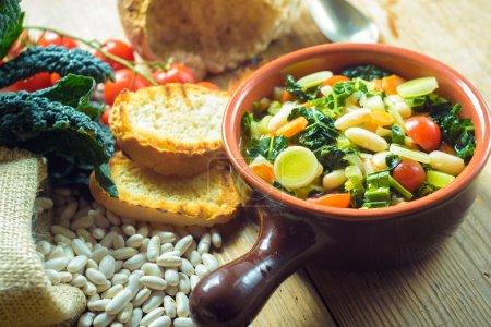 Ribollita, soupe toscane repas classique, vieux paysans
