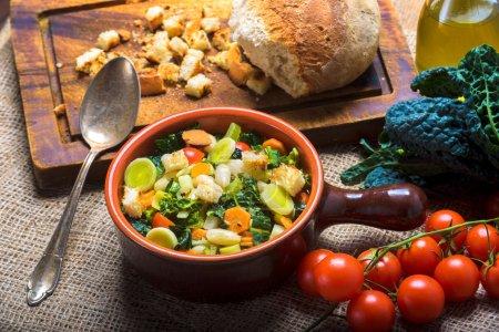Photo pour Ribollita, soupe toscane classique, vieux repas paysans . - image libre de droit