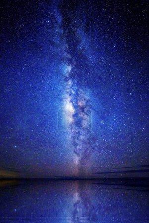 Photo pour Photo de longue exposition grand champ de la voie lactée. - image libre de droit