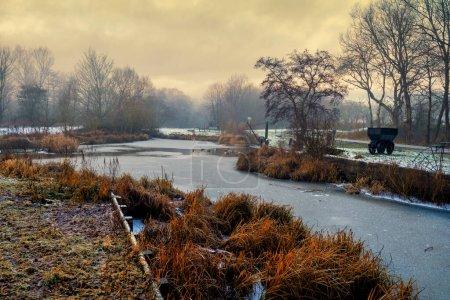 Photo pour Sankey Valley suit le cours du premier canal d'Angleterre, le canal de Sankey, et s'étend sur 15 miles de St Helens à travers Warrington à Widnes - image libre de droit