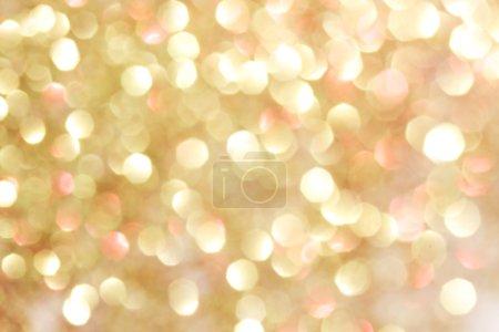 Photo pour Or et rouge abstrait bokeh lumières, fond défocalisé - couleurs douces - image libre de droit