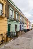 Barevné domy podél Hartland Road London