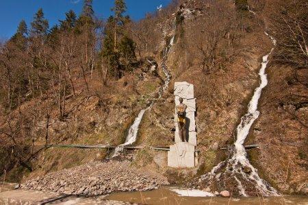 Photo pour Monument de Prométhée dans le Parc National de Borjomi-Kharagauli - image libre de droit